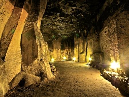 Lava-Keller mit Beleuchtung